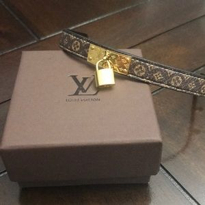 LV Lock Me leather bracelet 19